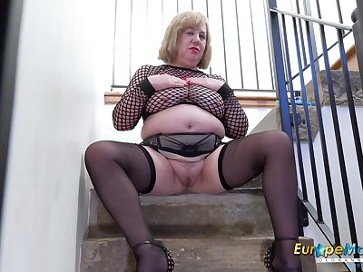 Seductive solo with mature lady and her favourite sextoys on stairs