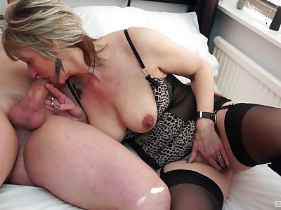 Hot mature makes a of the first water endeavour sucking the dick firm