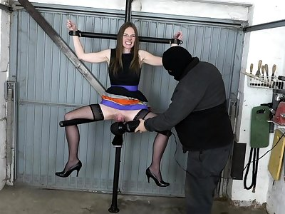 Big pussy on be transferred to leg spreader