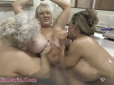 Ginger beer threesome with fat BBW moms in bathtub and in shower