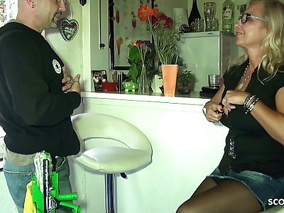 Big Tits German Mom Pay The Drinking-glass Cleaner with Sex