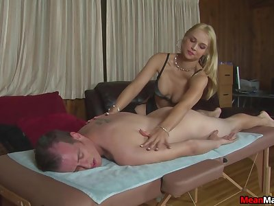 Amateur gives massage and sex in tolerable manners