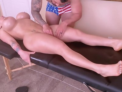 Horny Young Mommy Is Spoiled With A Tongue Rub-down And A Ro - massage