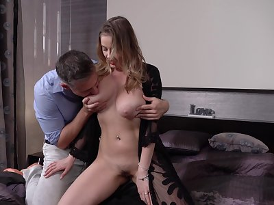 Gold digger Candy Alexa is big Daddy on her sugar daddy with his son
