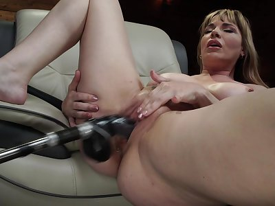 Grown up uses fuck machine for her fat pussy and ass