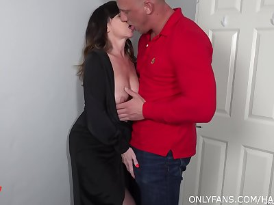 Lad fucks his mature aunt and cums inner her shaved hole