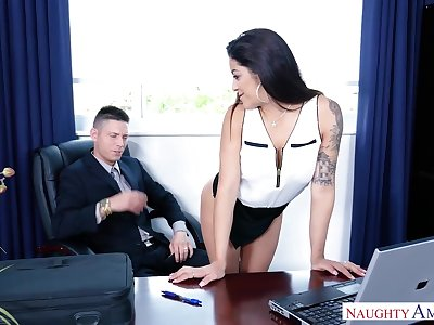 Latin secretary Mia Martinez offers herself sedentary more than boss's table
