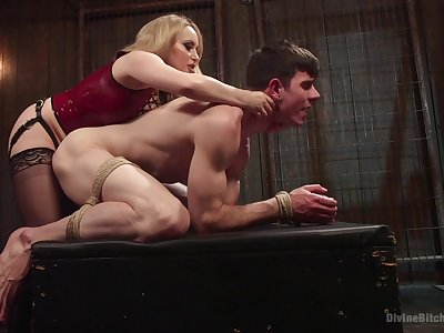 Anal with a dominant MILF relating to deprecatory femdom action