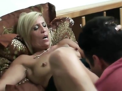 Mthrfkr, Mature Mom Nigh Big Nipples Smokes And Fucks Son