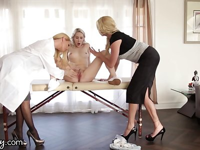 Young lesbian squirts after threesome sex yon two doyenne women