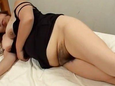 Chubby Japanese mature Kiriko Nakamoto gets fucked on be passed on bed